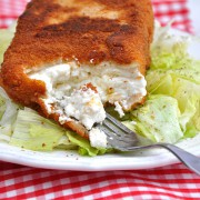 gebackener Käse mit Salat
