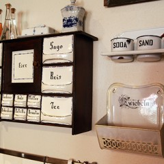 Antikes Küchenregal in Omas Küche